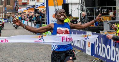 Jospeh Mbatha wint de 10 miles bij de Roermond Cityrun