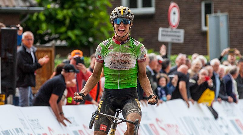 Marianne Vos wint de koninginnenetappe in de Simac ladies Tour